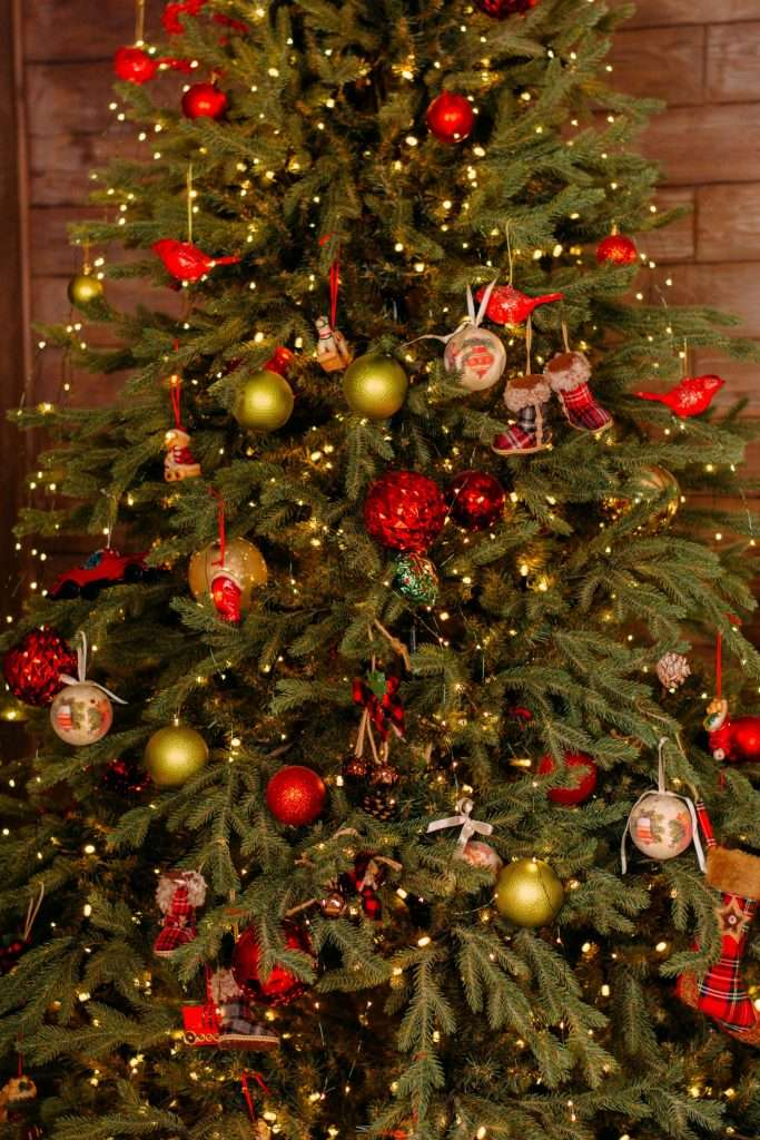 Reasons to decorate with an artificial Christmas tree this year