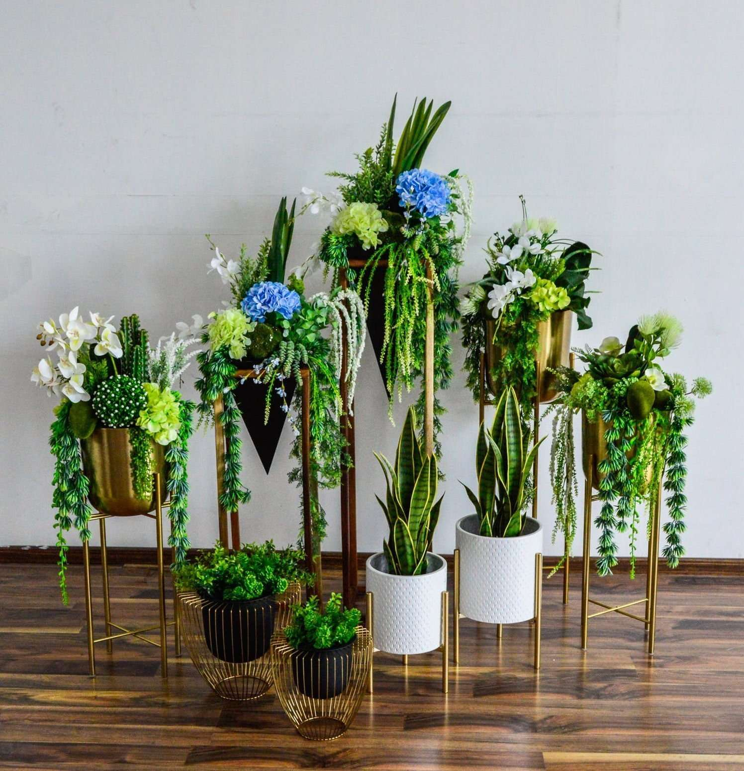 Blend your artificial plants and flowers with real ones to create a beautiful showpiece